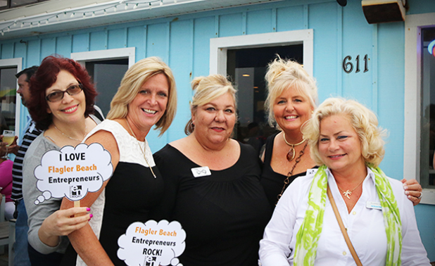 MarchEntrepreneurNight-BeachFrontWinery-WomenGroupPhoto